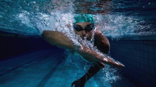 تفسير حلم رؤية السباحة في المنام
