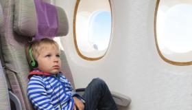 أهم نصائح السفر جواً مع الأطفال بالطائرة