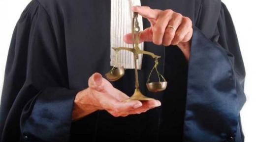 تفسير حلم رؤية المحامي في المنام