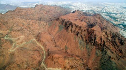 ماذا تعرف عن جبل أحد ؟