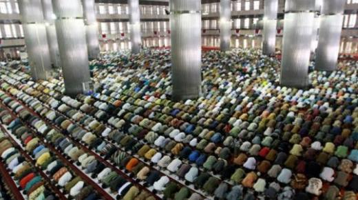 تعريف صلاة الجماعة وأهم فضائلها على المسلم