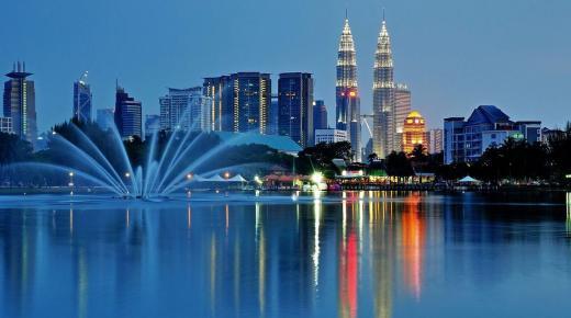 بم تشتهر دولة ماليزيا ؟