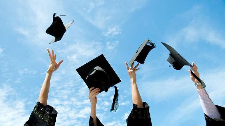 صور تخرج الطلبة من الجامعة 2020 Hd بطاقات وكروت تهنئة بمناسبة