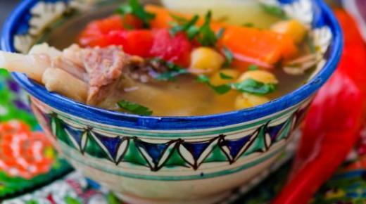 عمل الشوربة الجزائرية بطرق سهلة وبسيطة ونكهات شهية