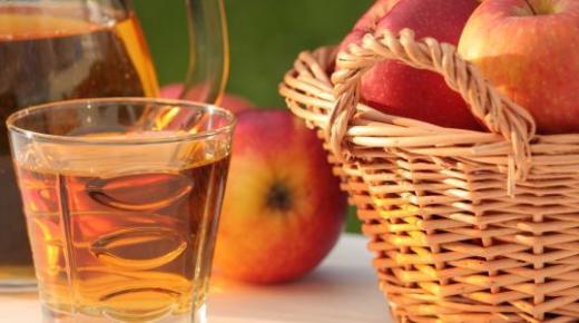 طريقة عمل عصير التفاح الطازج بالعديد مع الليمون والحليب والخوخ