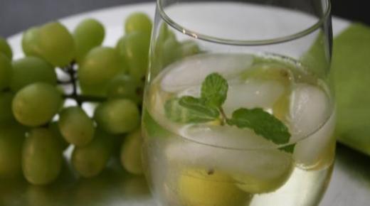 عمل عصير العنب بأكثر من طريقة وفوائد عصير العنب الصحية للجسم