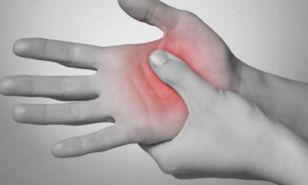 ما هي أعراض الروماتويد ؟
