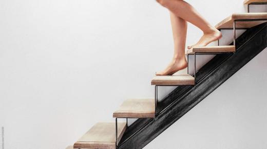 تفسير حلم رؤية نزول الدرج في المنام