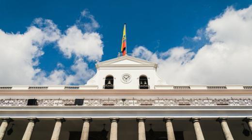 ما هو نظام الحكم في الإكوادور؟