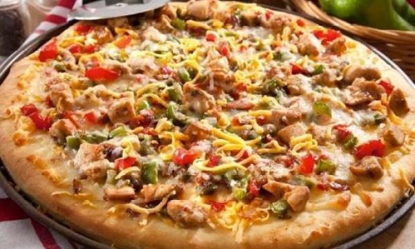 طريقة تحضير البيتزا مع حشوة الدجاج