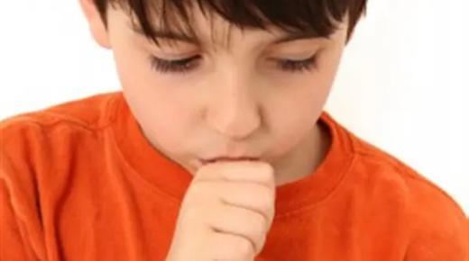 أضرار مص الأصابع عند الطفل وكيفية علاجها