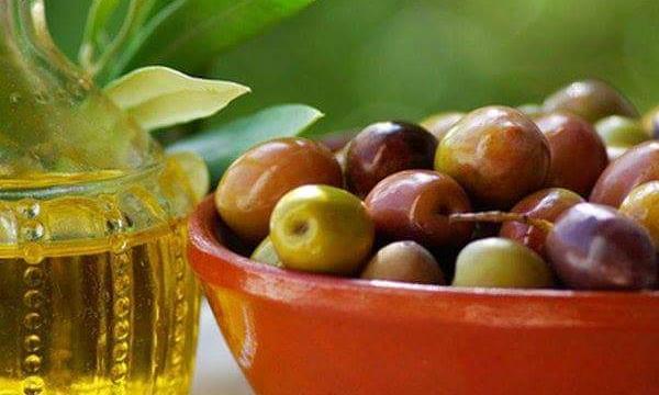 فوائد زيت الزيتون للرموش