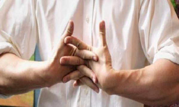 ما هي أسباب طقطقة المفاصل ؟