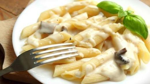 طريقة عمل المكرونة بالصوص الأبيض باحترافية كالمطاعم
