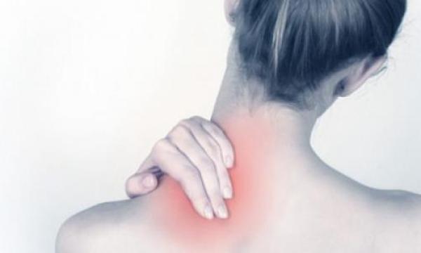 ما هي أعراض تشنج الرقبة