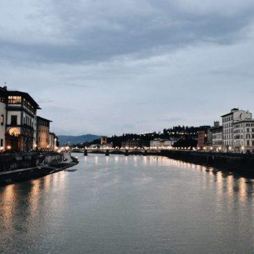 Cruzando el Ponte Vecchio (Florencia en un día)
