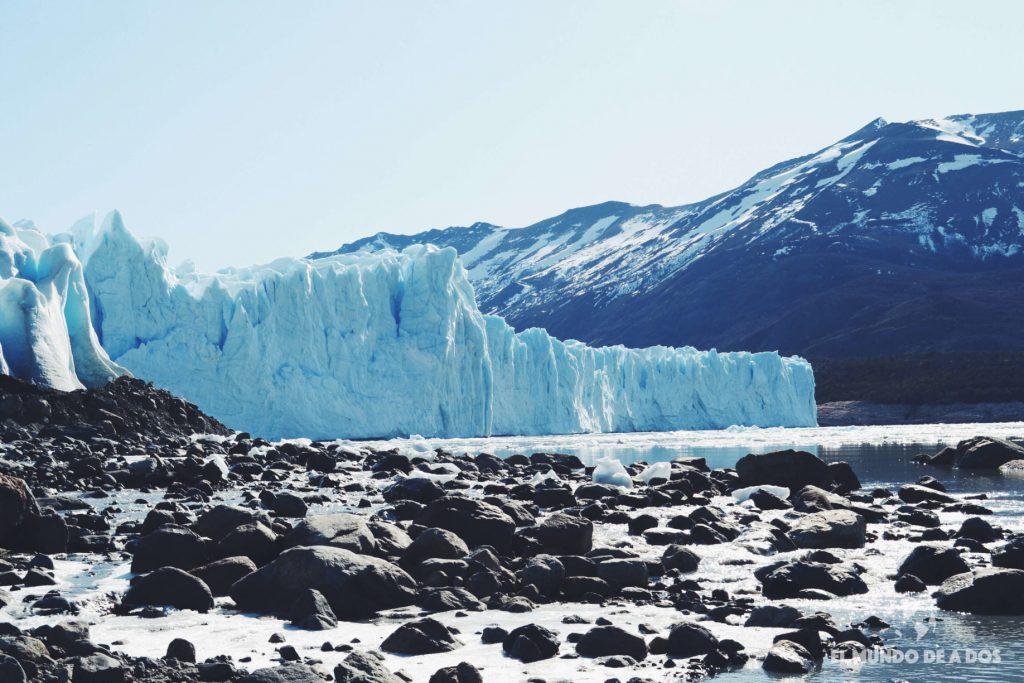 Glaciar Perito Moreno con montañas