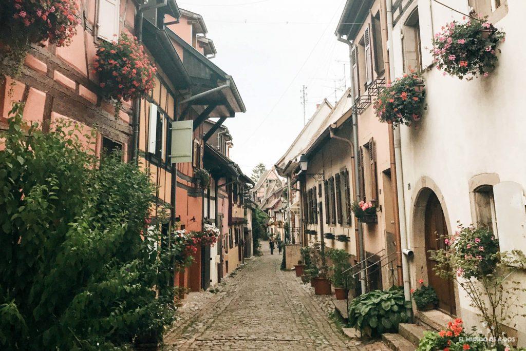 El círculo de oro de Eguisheim. Eguisheim Francia