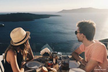 Cenando con vista al mar. Que ver en Santorini en 3 días