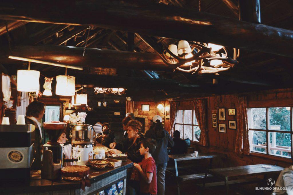 Interior de la casa de té. Isla Victoria y bosque de arrayanes.