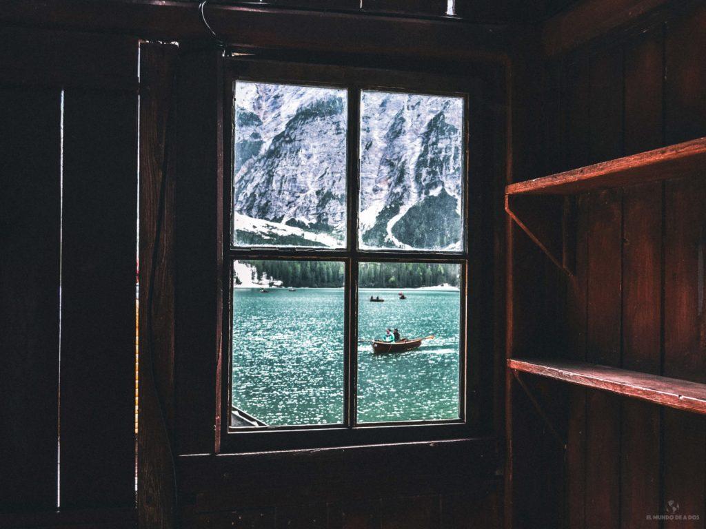 Por la ventana del embarcadero. Lago di Braies