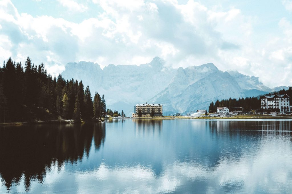 El lago Misurina. Viaje a los Dolomitas en verano.