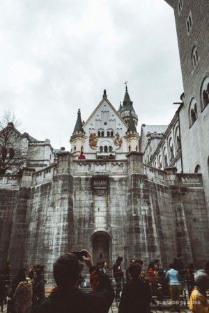 El patio del castillo. Neuschwanstein, castillo del rey loco