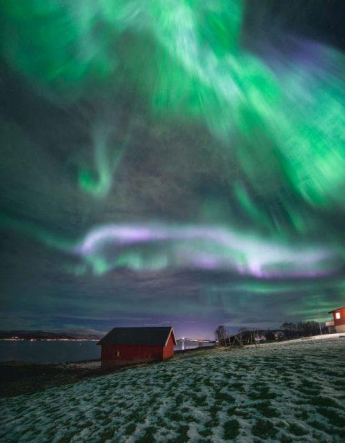 Lago con aurora de @capturetheatlas. Fotografiar la Aurora Boreal en Islandia