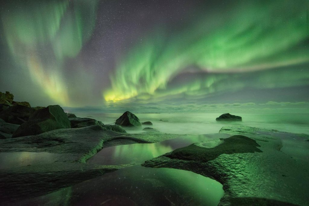 El reflejo de las auroras por @capturetheatlas. Fotografiar la Aurora Boreal en Islandia