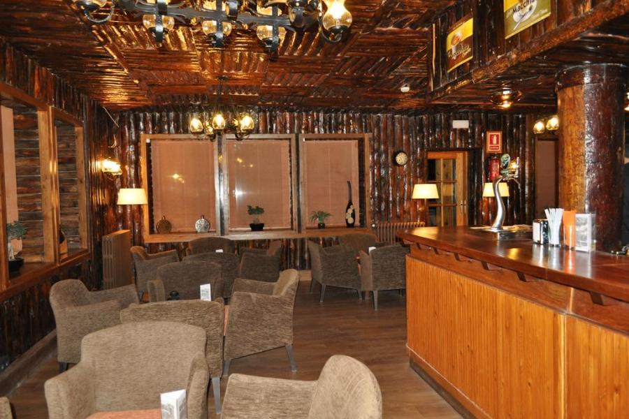 Esquiar con niños en La Cerdanya - Bar hotel Solineu