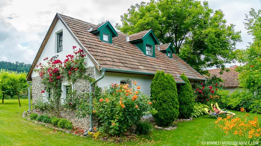 senderismo en Hungría - Casa de Kapolcs