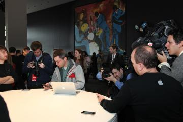 Demonstration of the iPhone 4 for the Verizon network (Photo: Courtesy of Verizon).