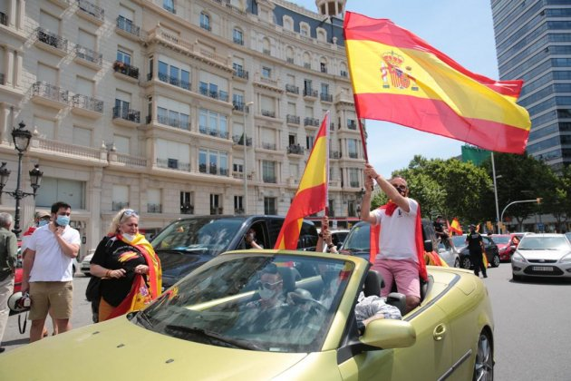 EL NACIONAL manifestacio vox cotxes diagonal francesc macia - sergi alcazar
