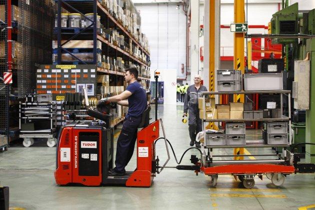 Treballador en el magatzem d'una empresa. Foto: Europa Press