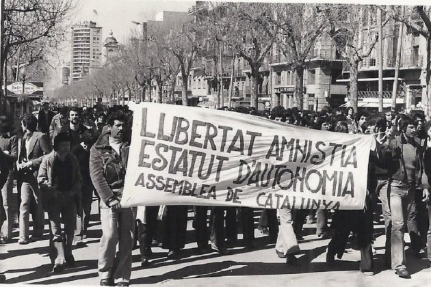 Es constitueix l'Assemblea de Catalunya. Manifestació Tarragona, 08 02 1976. Font Universitat de Barcelona