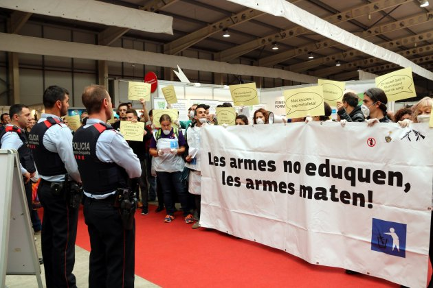protesta contra exèrcit fira de Lleida ACN