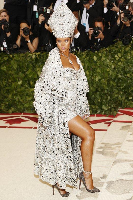 Rihanna gala MET EFE