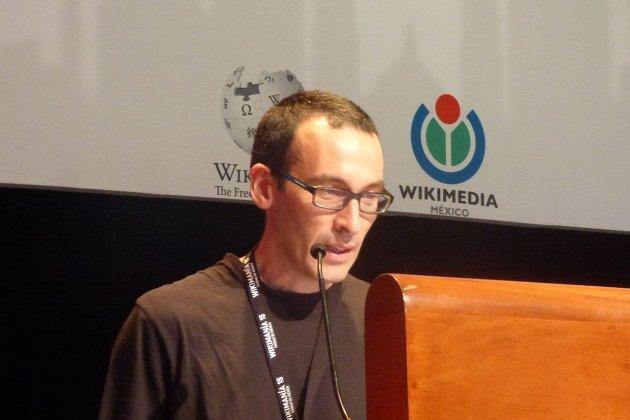 1280px César Rendueles durante su conferencia en Wikimanía 2015 Luis Alvaz Wikipedia