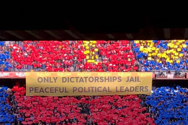 Pancarta Clàssic Llibertat presos polítics El Nacional