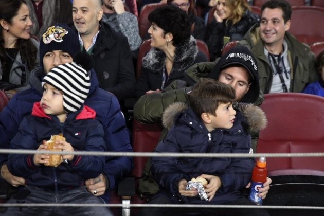 suarez messi nens Barça jpg