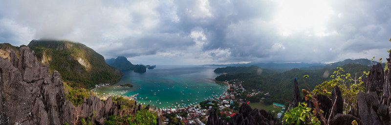 Climbing the Taraw Cliff will offer you an amazing view on El Nido and the Bacuit Bay, things to do in El Nido, el nido island hopping, things to do in el nido aside from island hopping, things to do in el nido at night, el nido palawan itinerary, nightlife in el nido