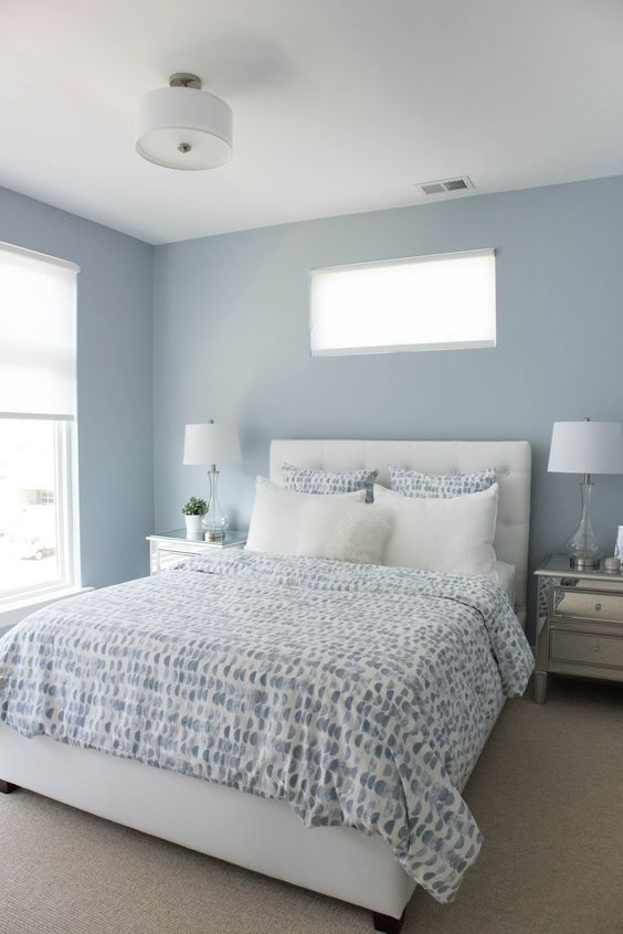 Dormitorio de matrimonio en azul cielo