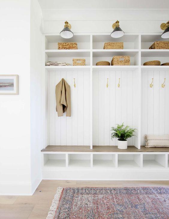 recibidor ideal para familias con mucho almacenaje