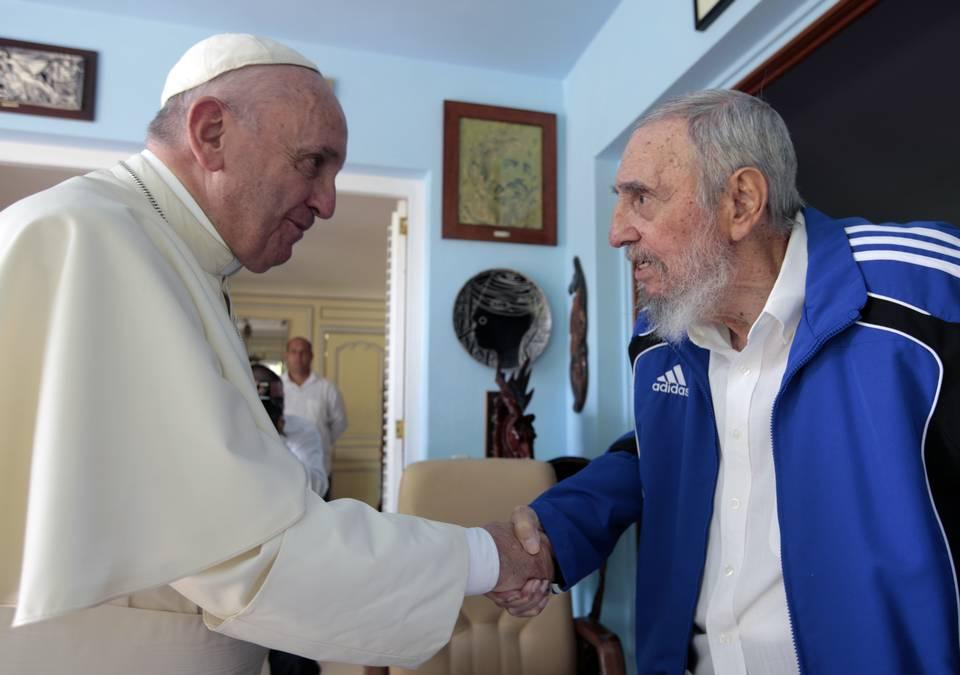 El Papa Francisco visitó en la mañana del domingo, 20 de septiembre de 2015, al ex gobernante cubano Fidel Castro, en su residencia, luego de concluir la misa celebrada en la Plaza de la Revolución.