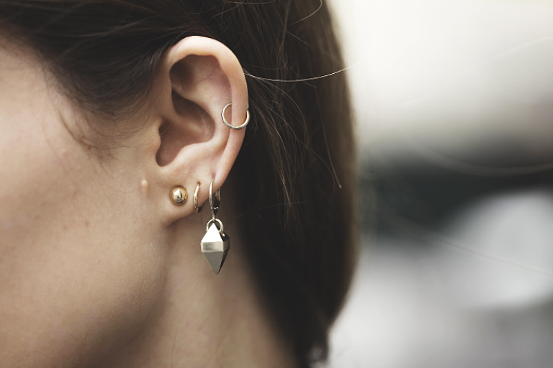 boucles d'oreille dorées