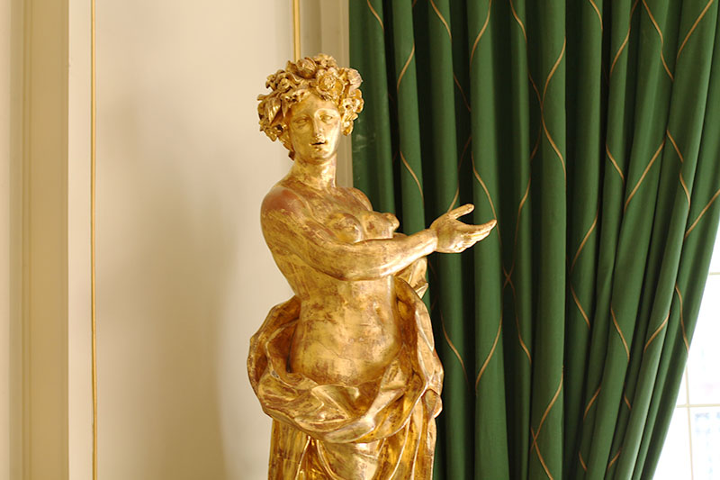 statue or