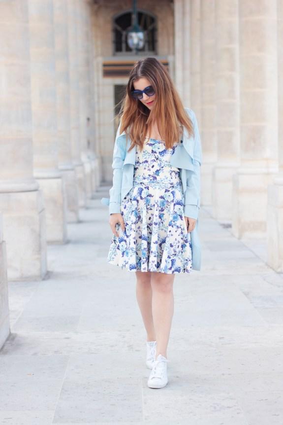 robe a fleurs bleue