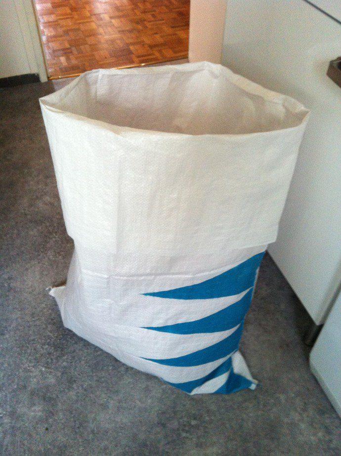 img 5012 e1364645483852 690x923 Concentré de vie : avec un marche pied customisé et un sac à linge coloré