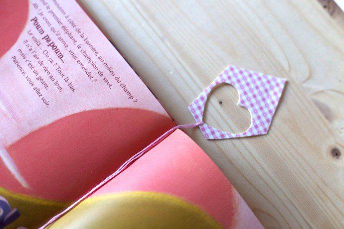 141214 diy7 690x460 DIY : Recycler ses emballages cadeaux en marque page