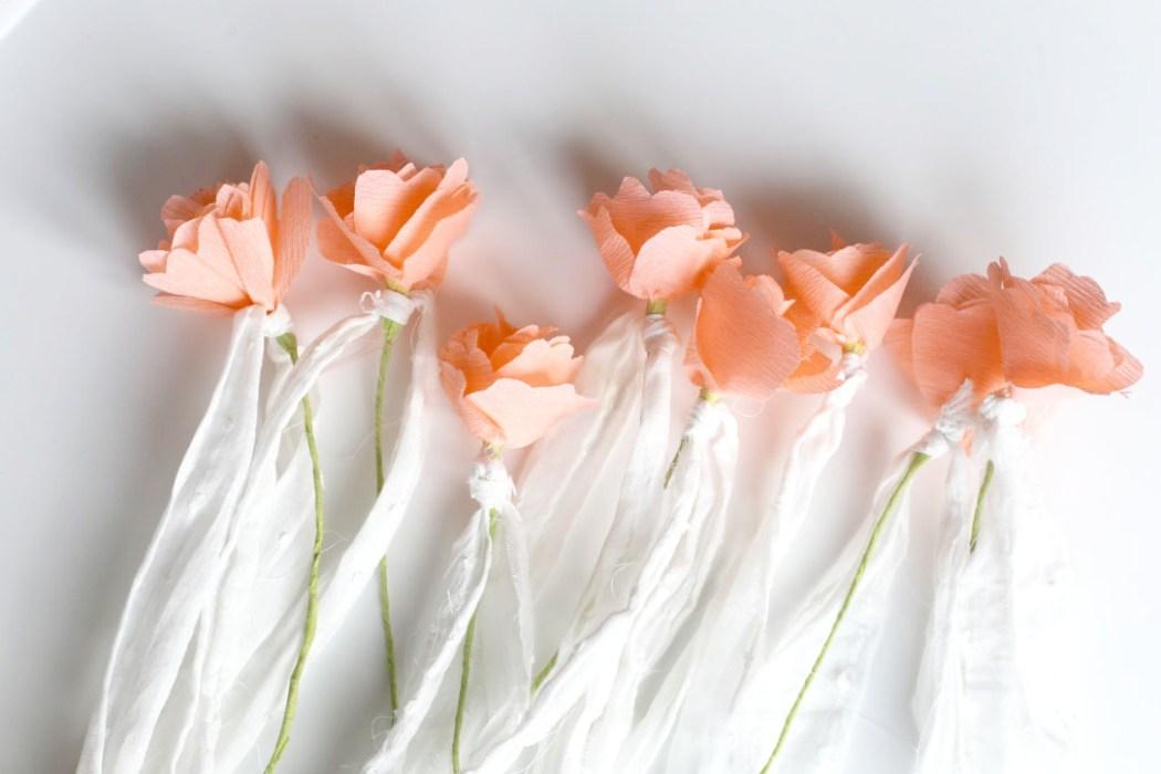 160411 fleurs crepon table bapteme Table de baptême tendre et vintage